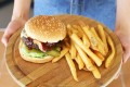 THE-CARVING-BOARD-CLASSIC-CHEESEBURGER