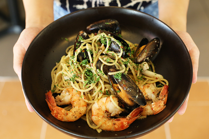 THE-CARVING-BOARD-SEAFOOD-AGLIO-OLIO