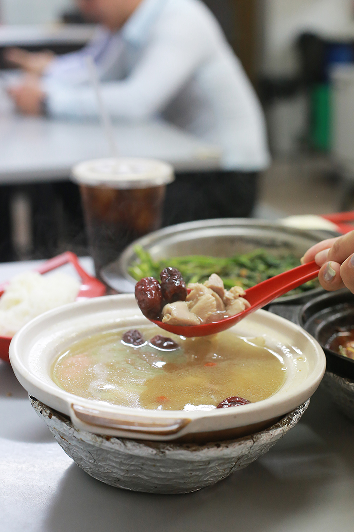 Lau Wang Claypot Delights Chicken Herbal Soup