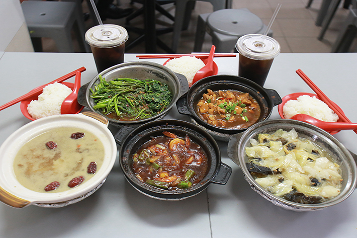 Lau Wang Claypot Delights Group Shot