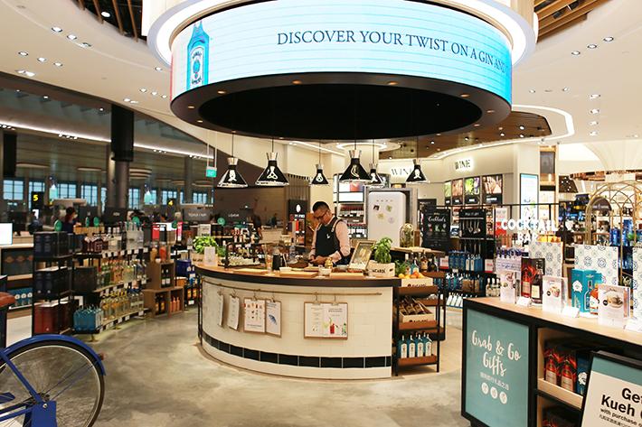 Changi Airport T4 Cocktail Bar
