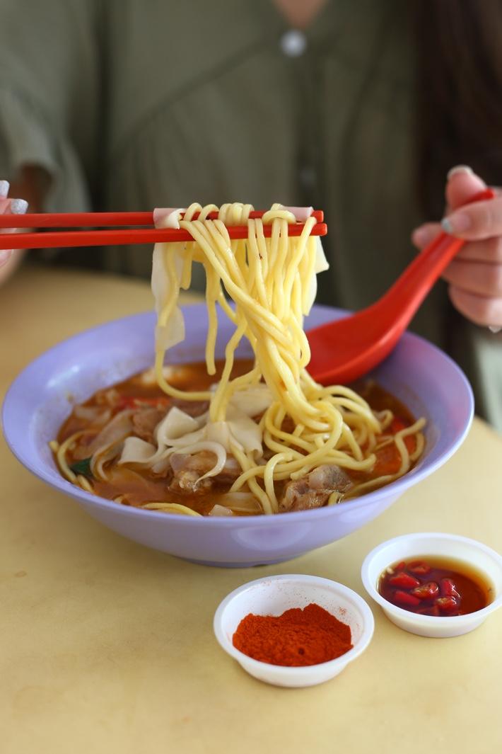 Bedok 216 Prawn Pork Rib Noodles Pull