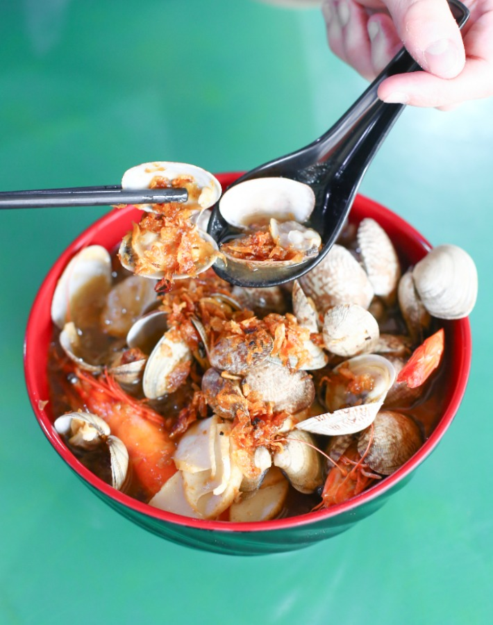 Deanna's Kitchen Big Prawn and Clams Mee