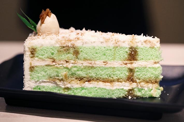 kueh & mee ondeh ondeh cake